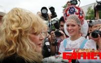 Аллу Пугачеву торжественно встретили в Крыму (ФОТО)