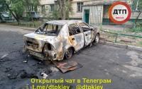 На Лесном массиве в Киеве подожгли два автомобиля