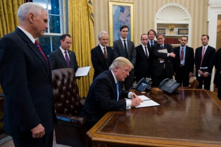 Вадминистрации действительно обсуждается снятие санкций с Российской Федерации — Советник Трампа