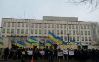 Посла США просят обратит внимание на закрытие уголовных дел Присяжнюка