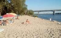 На киевских пляжах запретили купаться