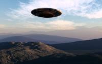 Черный НЛО преследовал пассажирский самолёт в США (видео)