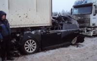 Крупная авария во Львове: фура смяла легковушку (видео)
