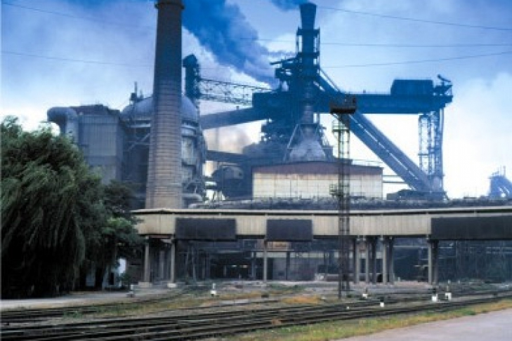mettal steel Today, electric arc furnaces (eaf) are a common method of reprocessing scrap metal to create new steel they can also be used for converting pig iron to steel.