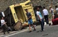 В Турции перевернулся бус с российскими туристами: есть пострадавшие