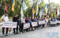 Студенты и преподаватели пришли под Кабмин требовать отставки правительства