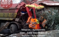 Под Киевом на светофоре столкнулись два грузовика