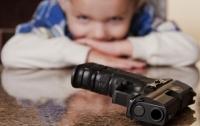 Под Ровно ребенок выстрелил себе в ногу