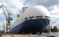 К крупнейшей польской судоверфи пришвартовался необычный корабль
