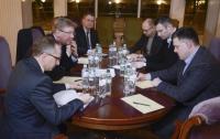 Фюле встретился с главами оппозиции