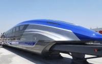 Самый быстрый поезд в мире показали в Китае (видео)