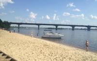 Киевлян просят воздержаться от купания на пляжах
