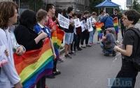 ЛГБТ сообщество провели акцию возле российского посольства