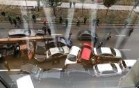 В центре Киева произошло масштабное ДТП: столкнулись около 10 авто