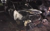 В Запорожье от огня пострадали четыре иномарки