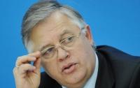 Чиновникам надо запретить иметь недвижимость за рубежом и счета в зарубежных банках, — Симоненко