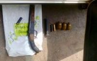 В Донецкой области задержали автомобиль с арсеналом оружия и боеприпасов