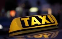 Столичный таксист украл у иностранца ноутбук и более 200 тыс. грн