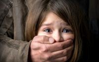 На Одесщине насильник жестоко поиздевался над маленькой девочкой (видео)