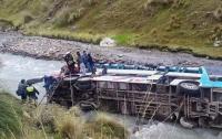 Автобус упал в ущелье в Панаме, 16 человек погибли
