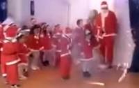 Крики и паника: на празднике в детсаду в детей запустили фейерверки (видео)