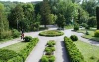 В Киеве отремонтировали 95 парков