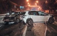 В Киеве разбились три иномарки в ДТП: пострадала женщина