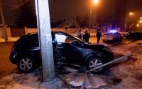 Пьяное ДТП в Днепре: автомобиль на европейских номерах влетел в столб