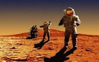 Уфологи обнаружили на Марсе колеса поезда, пистолет и каску (видео)