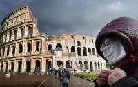 Мэр Рима распорядился о штрафах до €500 за выброшенные на улице маски и перчатки