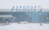 Обвалился трап самолета с людьми в российском аэропорту (видео)