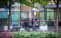 Микроавтобус протаранил офис местной газеты в Нидерландах