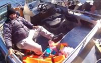 На Днепре перевернулся катер с чиновниками, есть погибший (видео)