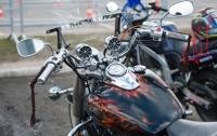 Пьяный байкер напугал жителей села под Харьковом (видео)