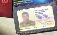 Пьяный правоохранитель наделал шума в Киеве: при задержании дебошир публично ел траву (видео)