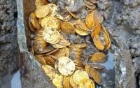 Сенсационная находка: в Италии откопали амфору с древними золотыми монетами