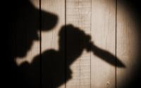 На Запорожье неадекватный школьник с бензопилой и ножом угрожал детям