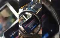 Иду по приборам: таксист установил в машине 21 монитор