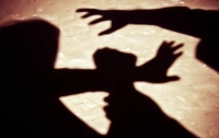 В Запорожье мужчина зверски напал на девушку у подъезда