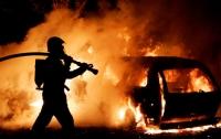 Пожар в Киеве: горела СТО с автомобилями