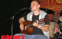 Фома выставил гитару на «Тихий» аукцион
