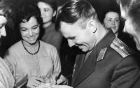 Ручку и автограф первого в мире космонавта продадут на аукционе во Франции