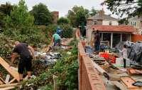 Британец ради мести закидал мусором дом своего соседа