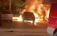 В Киеве огнем уничтожено авто
