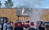 Активисты забросали дымовыми шашками ресторан на Киевщине