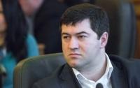 Насиров встал с каталки, походил по залу и посидел в кресле судьи (видео)