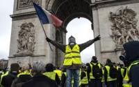 Протестующим во Франции запретили громить центр Парижа