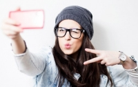 Ученые рассказали, как может навредить внешности любовь к селфи