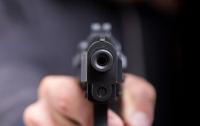 Не пустили в кафе: на Киевщине пьяный мужчина выстрелил охраннику в лицо