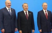 Бывший президент наградил двоих еще действующих коллег орденом своего имени